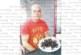 """С червена тениска и череши """"Руская красная"""" екскметът П. Дангов подкрепя Сборная"""