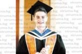 Дупничанинът М. Васев се дипломира в един от най-престижните университети в света Yale-NUS College – Сингапур, обиколи света и прие работа  като консултант в компания, обслужваща най-големите банки и корпорации в Югоизточна Азия