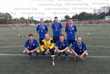 Финалистите на футболен турнир в Сандански дариха наградния фонд на учителката от Микрево с ампутиран крак