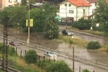 АДЪТ СЛЕЗЕ НА ЗЕМЯТА! Порой наводни Перник /СНИМКИ/