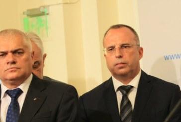 Министрите Радев и Порожанов не дойдоха в парламента, депутатите се изпокараха