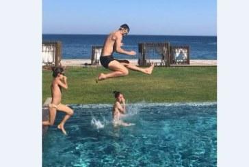 Семейство Бербатови в басейна /СНИМКИ/