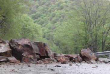 Голямо свлачище затвори пътя Смолян-Пловдив