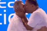 Мъжка целувка шокира сръбския спорт