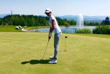 Наталия Гуркова се учи на голф