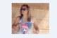 Лора Крумова е станала огромна! Бременната водеща седи на сянка с дрехи на плажа