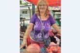 ВСИЧКИ СЕ ТРУПАХА ДА ГИ ВИДЯТ! Йорданка Стоилкова извади на пазара домати гиганти