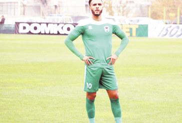 Вместо в турския елит скандален играч на орлетата се озова в пропаднал отбор