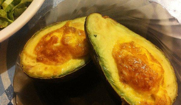 Печено авокадо с яйце