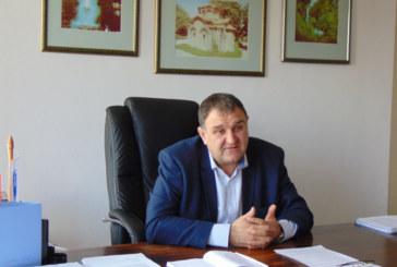 Кметът на Сапарева баня К. Гелев предлага 50% скок в цената на минералната вода за хотели и къщи за гости, иска общинските съветници да му разрешат 400 хил. лв. кредит за резервоар