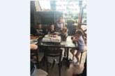 Синът на треньора по кикбокс Кирил Чакъров черпи с торта с образа на Макуин Светкавицата за ЧРД