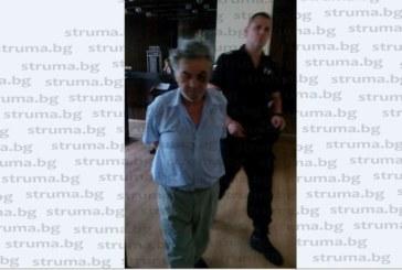 """Благоевградчанин """"ало"""" измамник остава в ареста, хвана се на въдицата с празна торба с вестници"""