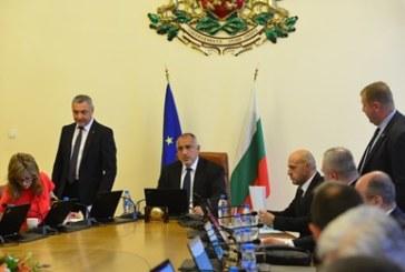 Борисов спря отпуските на министри