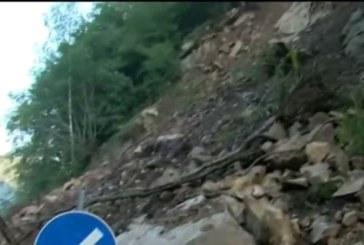 Опасни свлачища затварят пътя към Рилския манастир