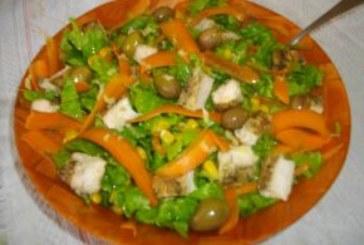 Зелена салата с пиле и джинджифил