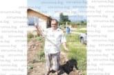 Змии преследват ексшеф на болницата в Благоевград! Д-р Вл. Пандев хвана с голи ръце еднометров смок на лозето си, само преди месец влечуго тупна в краката му, докато пътува в такси