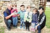 Внучетата – най-голямата радост на пенсионерите в Стара Кресна