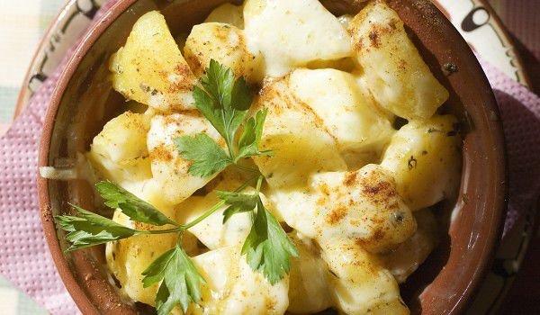 Картофи с няколко вида сирена в гювече