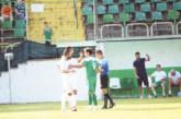 След фиаското 0:5 наставникът на орлетата П. Златинов чете 2 ч. конско на играчите пред телевизора