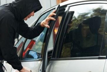 Задигнаха дамска чанта от пакриран автомобил в Кресна