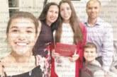 Дъщерите на дупничанката Вероника Петкова – Гергана и Вяра, са единствените българки в САЩ, достигнали  най-високото състезателно ниво  Елит в художествената гимнастика