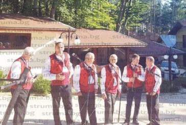 С песни и танци под връх Шаралия празнуваха Деня на Пирин