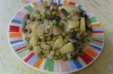 Мусака с грах, печурки и картофи