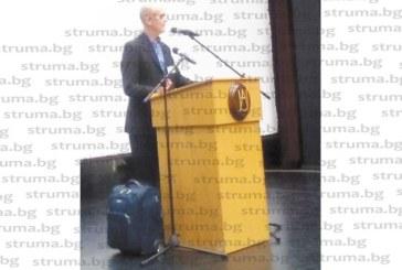 Изведоха с линейка от АУБ организатора на международната олимпиада по математика проф. Джон Джейн
