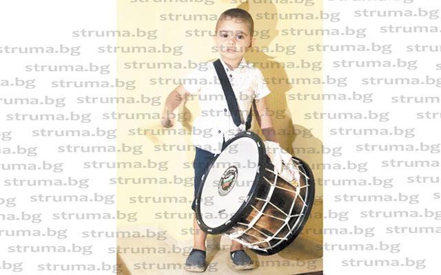 3-г. малчуган сбъдна мечтата си, получи подарък професионален барабан