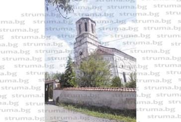 Летни бури килнаха кръста на строената през 1924 г.  църква в Дяково, ням свидетел на разрухата е 101-г.  къща на обущар, строена от сръбски бежанци