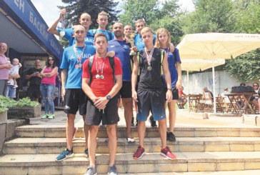"""Плувците на """"Сандански"""" с 4 рекорда и 11 титли, златно каре за благоевградчанина Г. Цурев, съгражданката му Р. Зашева взе 5 медала"""