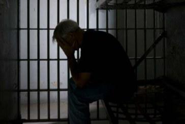 Затворник, изпаднал в адаптивна криза и депресия, иска 50 бона обещетение