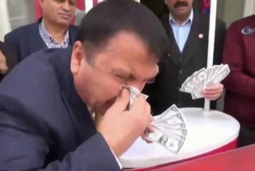 В цяла Турция започнаха да горят американските долари