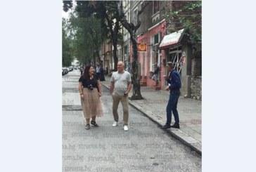 Кметът на Симитли Апостол Апостолов неглиже гледа Борисов като зрител