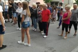 Напрежението в Петрич ескалира! Улиците под блокада, близки на ранените в мелето младежи искат да има наказан
