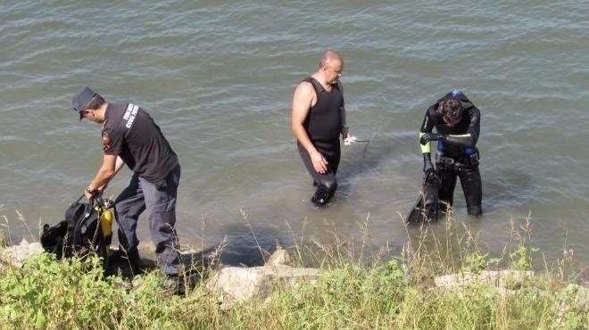 Откриха труп на мъж в река