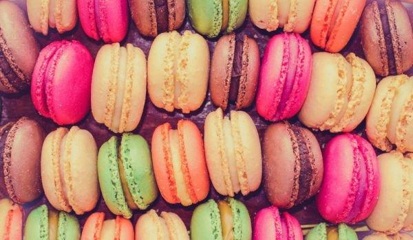 Френски макарони със сладко от малини
