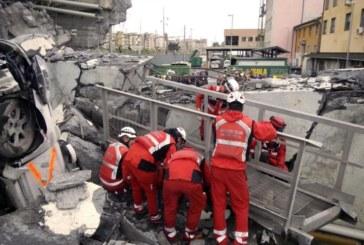 """Спасители в Генуа откриха семейство, премазано в автомобила си под моста """"Моранди"""""""
