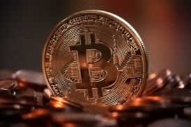Цените на криптовалутите се сринаха