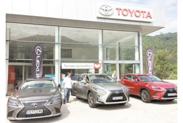 Представителят на Toyota и Lexus за Югозападна България Васил Новоселски организира първия в Благоевград тест драйв на най-новите луксозни хибридни автомобили Lexus