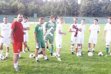 """С 14 футболисти и двама играещи вр.и.д. треньори започна пречистването в селската група """"Пирин"""" /ГД/"""