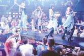 """Обградени от фенки, Павел и Венци Венц разтърсиха с хитове клуб """"The Face"""", Камелия се включва днес в купона"""