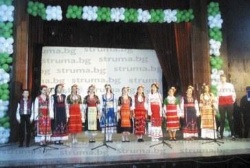 """Кюстендилската формация """"Фолк-Арт"""" с акапелно изпълнение в Босилеград вдигна на крака публиката"""