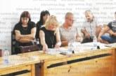 ОбС председателят на Бобов дол Кр. Чаврагански дойде на сесия с червен суитшър и клин, даде тон за ваканционен стайлинг на колегите си