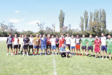 Деца играят футбол в Радомир по случай Международния ден на младежта