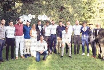 Волейболни национали от Югозапада първи купонджии на сватбата на съотборника им В. Йосифов и красивата Виолина