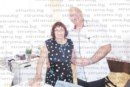 Зам. областният управител Р. Цветин със семейството зарадва майка си с подаръци и торта за 77-и рожден ден