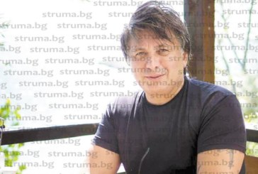 Адвокатът алпинист Ив. Чолаков след покоряването на Елбрус слезе на морското равнище, трупа загар на Обзор