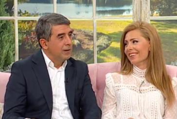 Плевнелиев сдобрява синовете си с Деси в Гърция