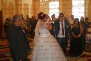 Гастарбайтерите в Испания Виолина и Денис първи се ожениха на сакралната дата 18.08.2018, последваха още 13 сватби